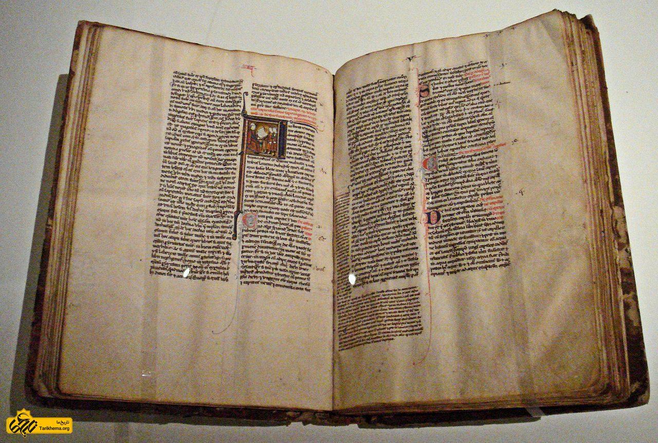 عکس کتابی دربارهٔ علم طب از محمد زکریای رازی که در میانه دوم قرن سیزدهم میلادی به زبان ایتالیایی ترجمه شدهاست Tarikhema.org