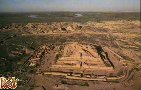 عکس هوایی از زیگورات (معبد دارای پلکان) چقازنبیل که در جنوب شوش باستان قرار دارد.