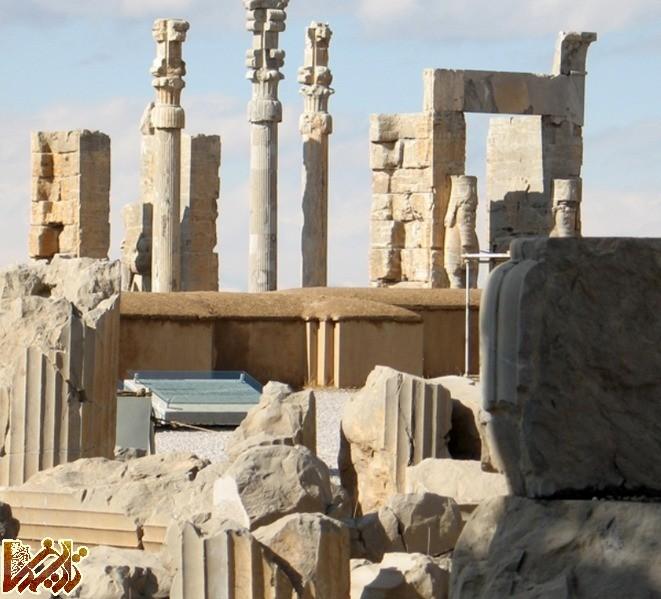 http://tarikhema.org/images/2011/08/lossy-page1-661px-Apadana_palace_in_persepolis_in_Iran.tif2.jpg