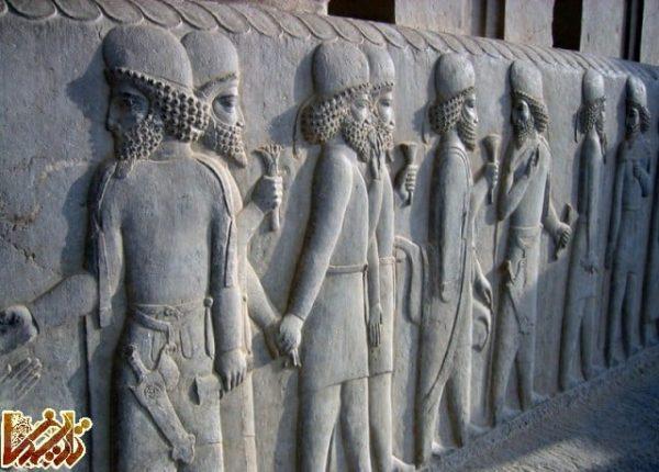 کاخ سه دری یا کاخ مرکزی » تخت جمشید