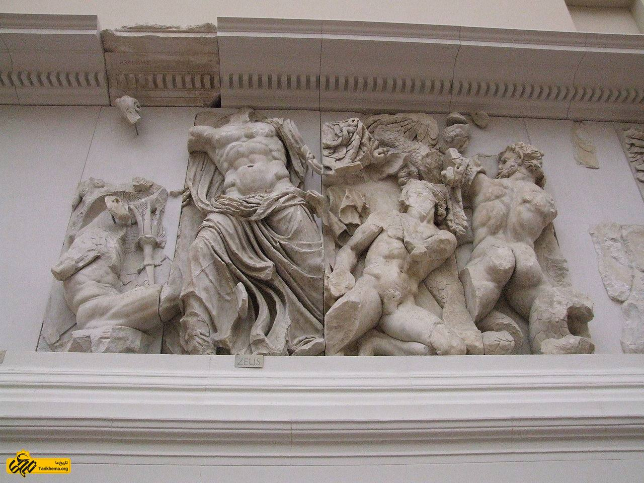 عکس زئوس (مرکز سمت چپ) در مقابل پورفیریون (به راست) about-zeus Tarikhema.org