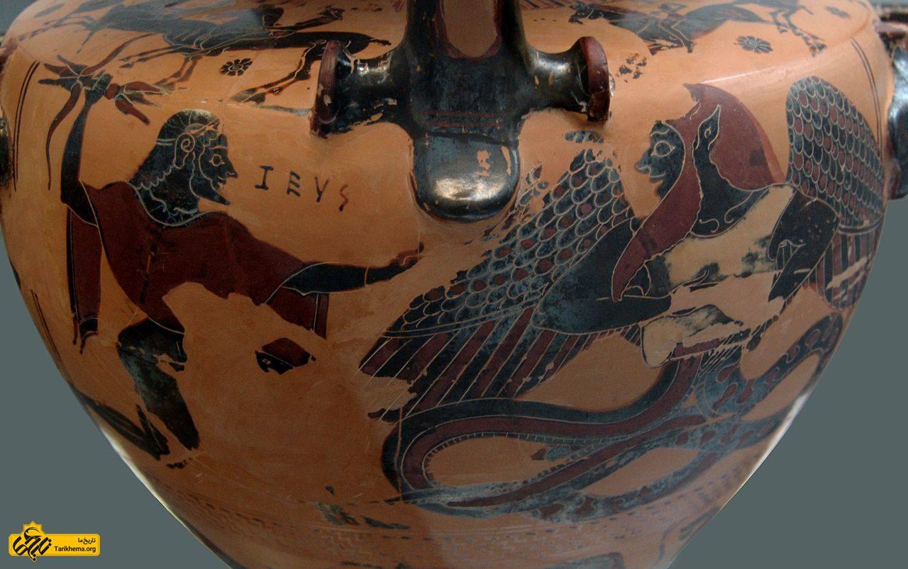 عکس زئوس نیزهای از رعد و برق به سوی تایفون پرتاب میکند، نقاشی روی ظرف مربوط به ۵۵۰ قبل از میلاد about-zeus Tarikhema.org
