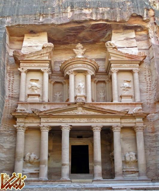 نمای ورودی معبد الخزنه یا وزازت خزانه داری