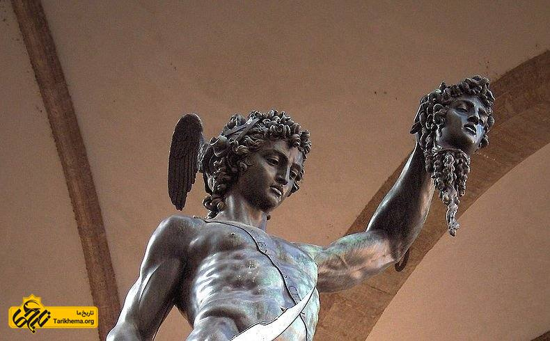 پرسئوس، پرسیوس یا برساووش[۱] (یونانی: Περσεύς /ˈpɜːrsiəs, -sjuːs/ و انگلیسی: Perseus)؛ در اساطیر یونانی، پسر زئوس و دانائه و یکی از اولین و نامآورترین پهلوانان اساطیر یونان باستان است.