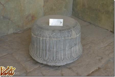 پایه ستون هخامنشی کشف شده در تخت ابونصر