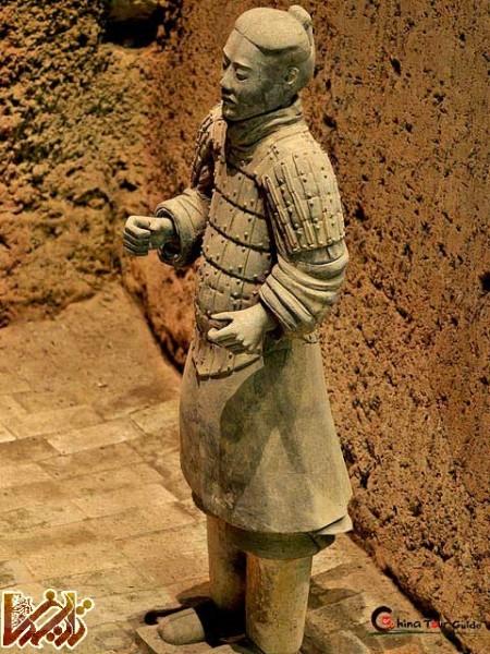 https://tarikhema.org/images/2013/01/hrc_xian_terracotta_army_pit3_soldier.jpg