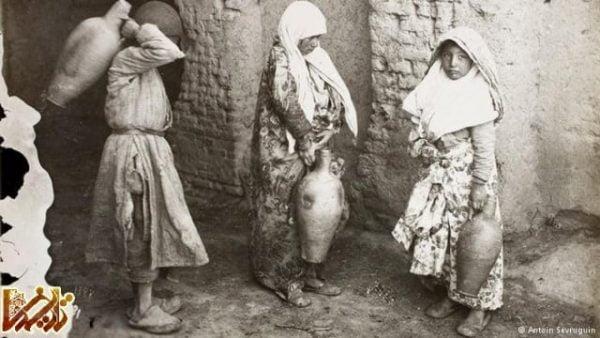 زنان و دخترانی با کوزههای آب