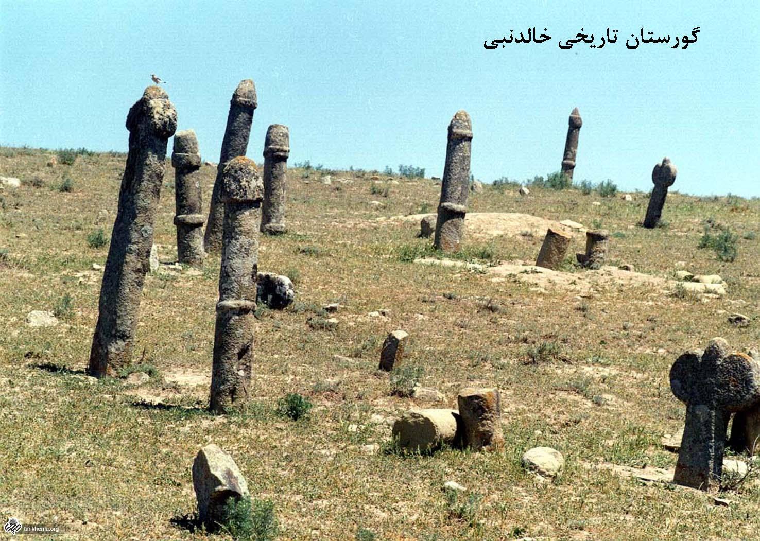 گورستان خالد نبی، گورستانی عجیب با نماد های جنسی