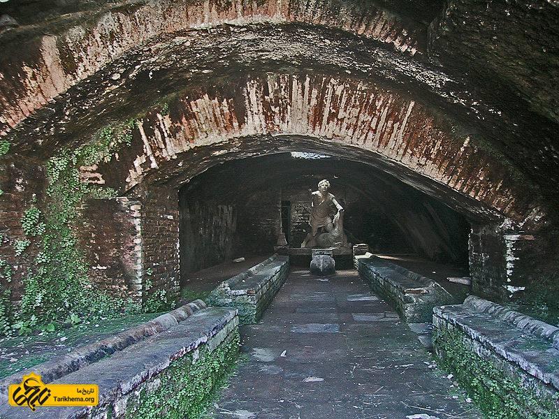 عکس پرونده:Ostia Antica Mithraeum.jpg %d9%85%d9%87%d8%b1%d8%a7%d8%a8%d9%87 Tarikhema.org