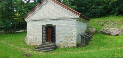 معماری مهرابههای آیین مهر