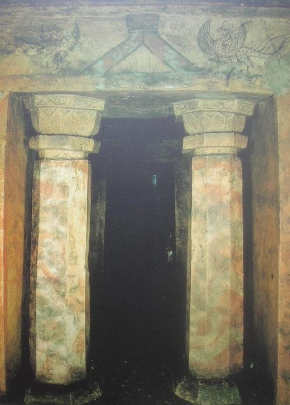 مقبره دو ستونه گوگوریو