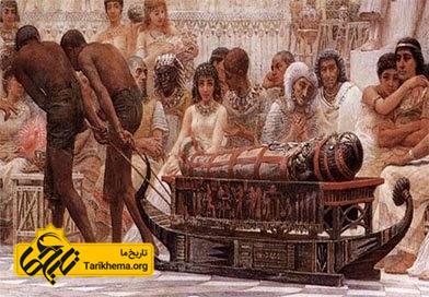 در مصر باستان در ضیافت ها یک مومیایی چوبی برای مهمانان به نمایش در می آمد