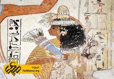 در مصر باستان  از مخروط های معطر بر روی سرهایشان استفاده می کردند