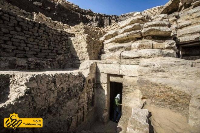 محوطه مقبره زیر خاک مدفون بود و احتمالا به همین دلیل در امان مانده بود