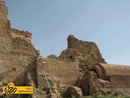 مجموعه آثار باستانی تخت سلیمان