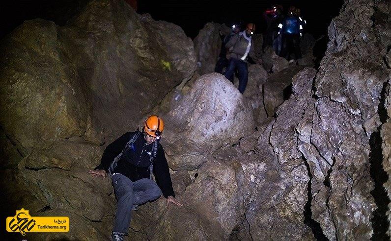 غارنوردی در غار بورنیک فیروزکوه