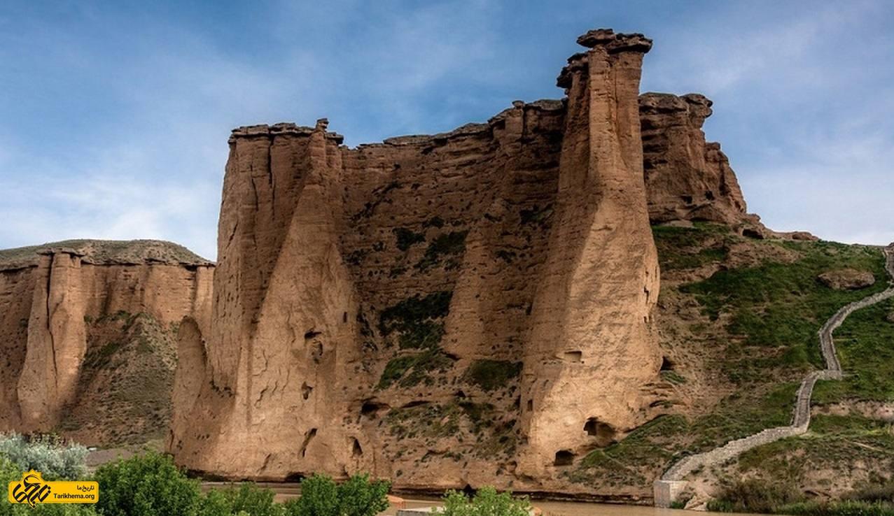 دودکش جن و قلعه ی بهستان در ماهنشان