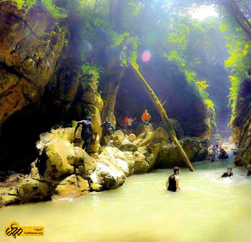 آب تنی در استخرهای طبیعی