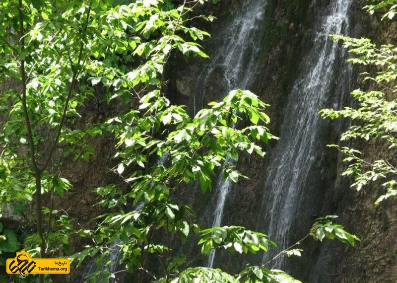 چشمه ها و آبشارهای جنگل ابر