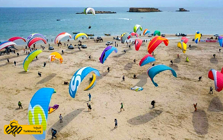 چتر بازی در جزایر ناز