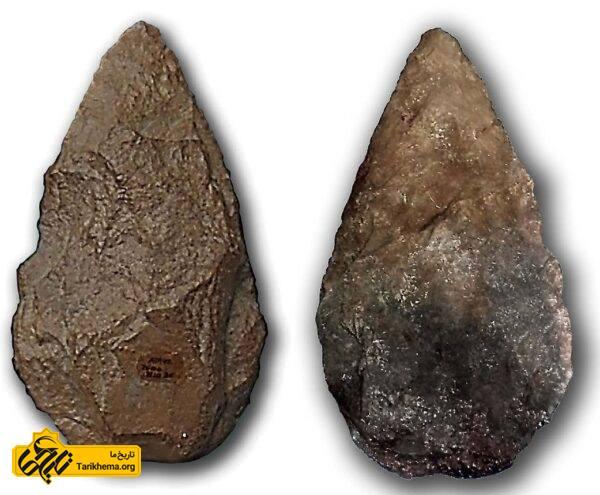 عکس از دو تیشه مشتی متعلق به عصر پارینهسنگی