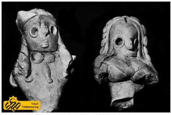 تندیسهای ایزدبانوان مادر از مُندیگَک (چپ) و تپهٔ دِهمُراسی (راست)، گِل پُخته، ولایت قندهار، هزارهٔ سوم پیش از میلاد.