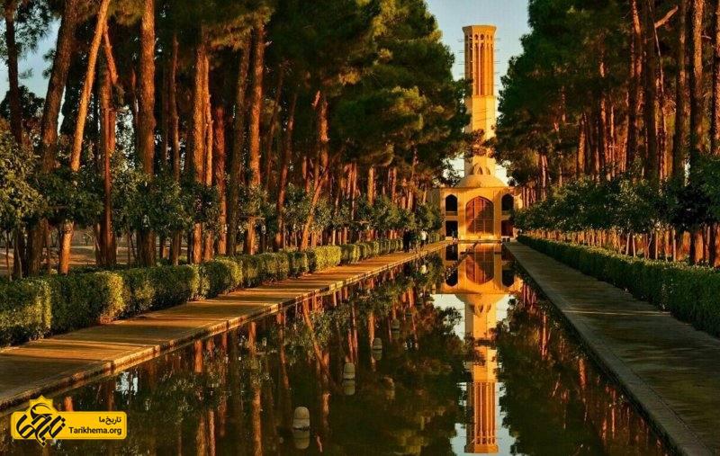 مرحوم محمدتقی خان ابتدا قناتی به طول ۶۵ کیلومتر را احداث نمود و آب را از مهریز به یزد و محل کنونی باغ دولتآباد رساند و سپس مجموعه حکومتی (دارالحکومه) خو د را بنا کرد.
