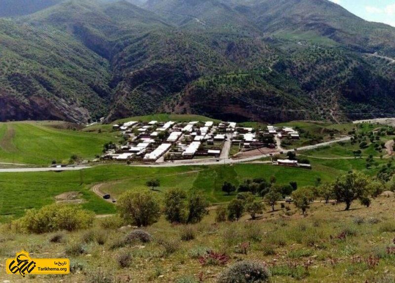 این روستا در دهستان مشایخ قرار دارد