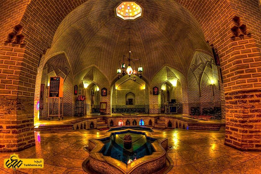 عکس حمام خان معروف به گرمخانه نور حمامی است بنا شده توسط محمد تقی خان بافقی حاکم یزد به سال ۱۲۱۲(ه. ق) درمیدان خان و در کنار مجموعه خان یزد واقع میباشد. %d8%ad%d9%85%d8%a7%d9%85-%d8%ae%d8%a7%d9%86-%db%8c%d8%b2%d8%af Tarikhema.org