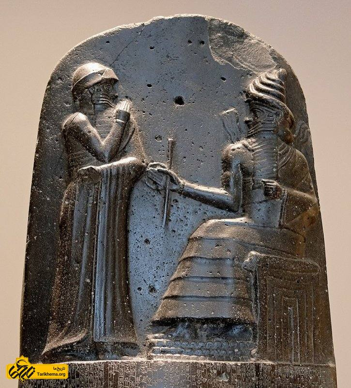 حمورابی در حال دریافت نشان سلطنتی از شاماش