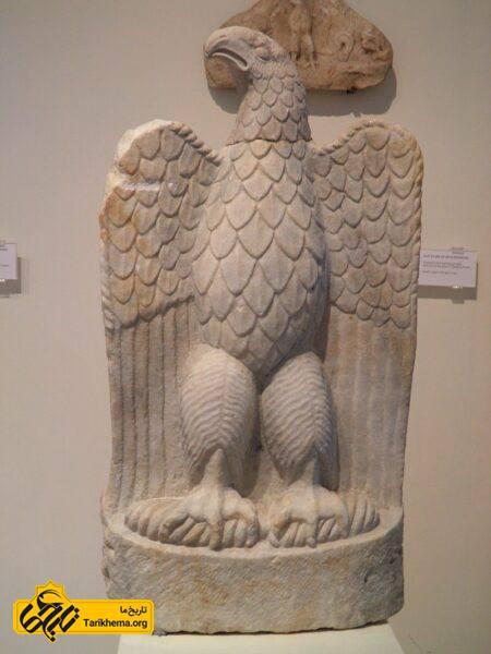 عقاب سنگی در مقبره زئوس