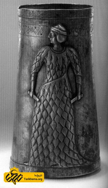 جام نقرهای هزاره سوم پیش از میلاد ، مرودشت ، فارس . با کتیبه خطی ایلامی.