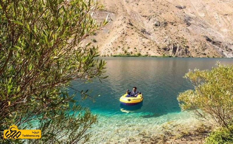 قایق سواری در دریاچه