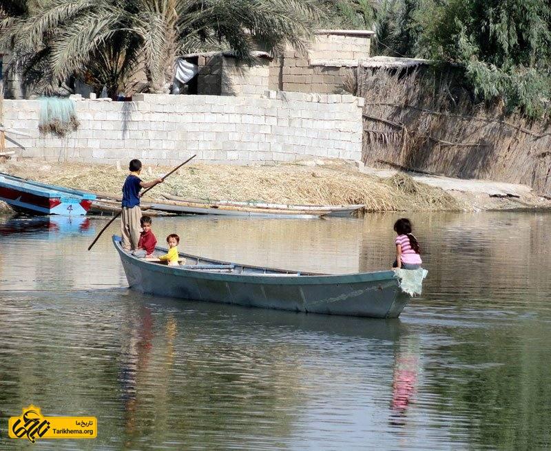 در نزدیکی تالاب شادگان در بخش خنافره، دهستان ناصری، شادگان واقع شده.