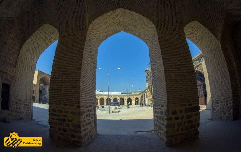بنای اولیه این مسجد در سال ۲۸۱ هجری قمری در زمان عمرو لیث صفاری ساخته شدهاست.