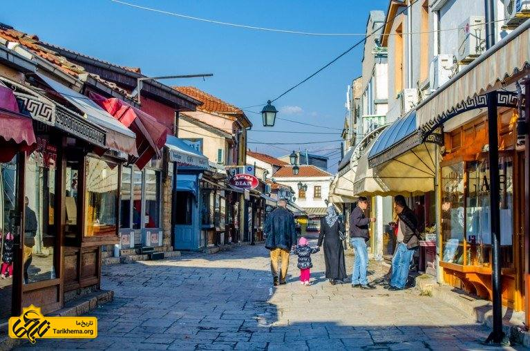 شهر اسکوپیه که شامل بسیاری از خیابان های باریک پر از مغازه ها، رستوران ها و بازار است