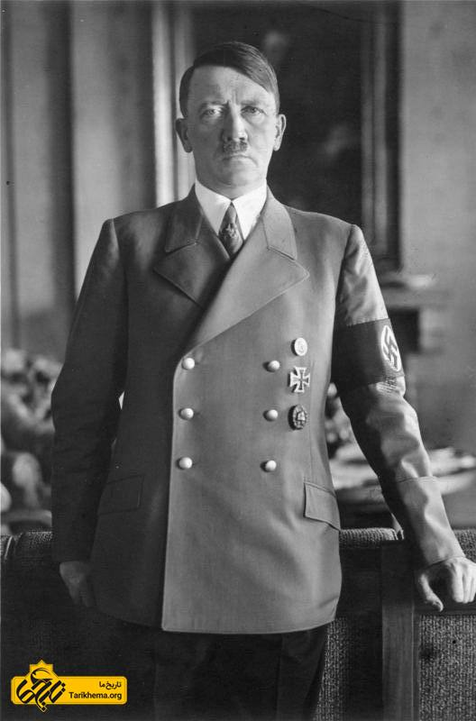 آدولف هیتلر- رهبر کاریزماتیک حزب ناسیونالسوسیالیست کارگران آلمان (حزب نازی) بود. او بین سالهای ۱۹۳۳ تا ۱۹۴۵ صدر اعظم آلمان و از ۱۹۳۴ به بعد، همزمان در مقام پیشوای رایش آلمان بزرگ نیز حکومت کرد. وی در یک خانوادهٔ آلمانی زبان در اتریش متولد شد.