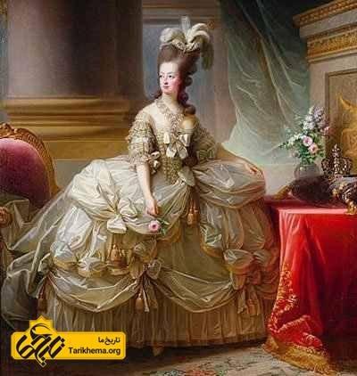 ماری آنتوانت با لباس مجلسی