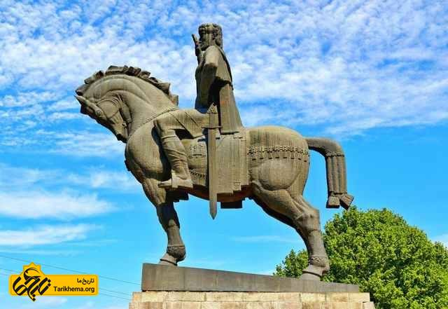 مجسمه پادشاه واختانگ گورگاسالی تفلیس