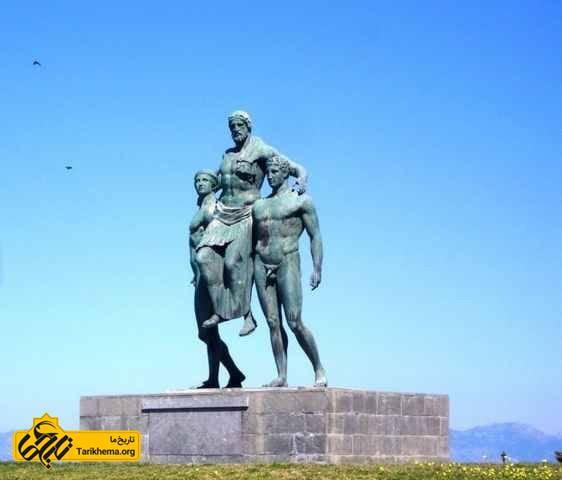 مجسمه دیاگوراس و پسرانش