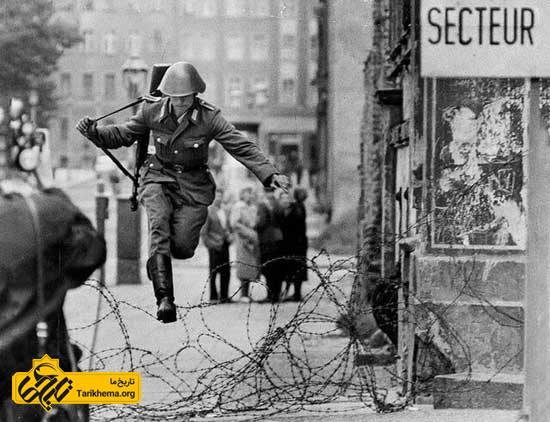 عکسی از فرار سرباز آلمانی که نماد آزادی شد