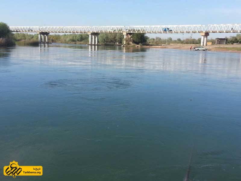 پل سفید فلزی روی رودخانه کرخه