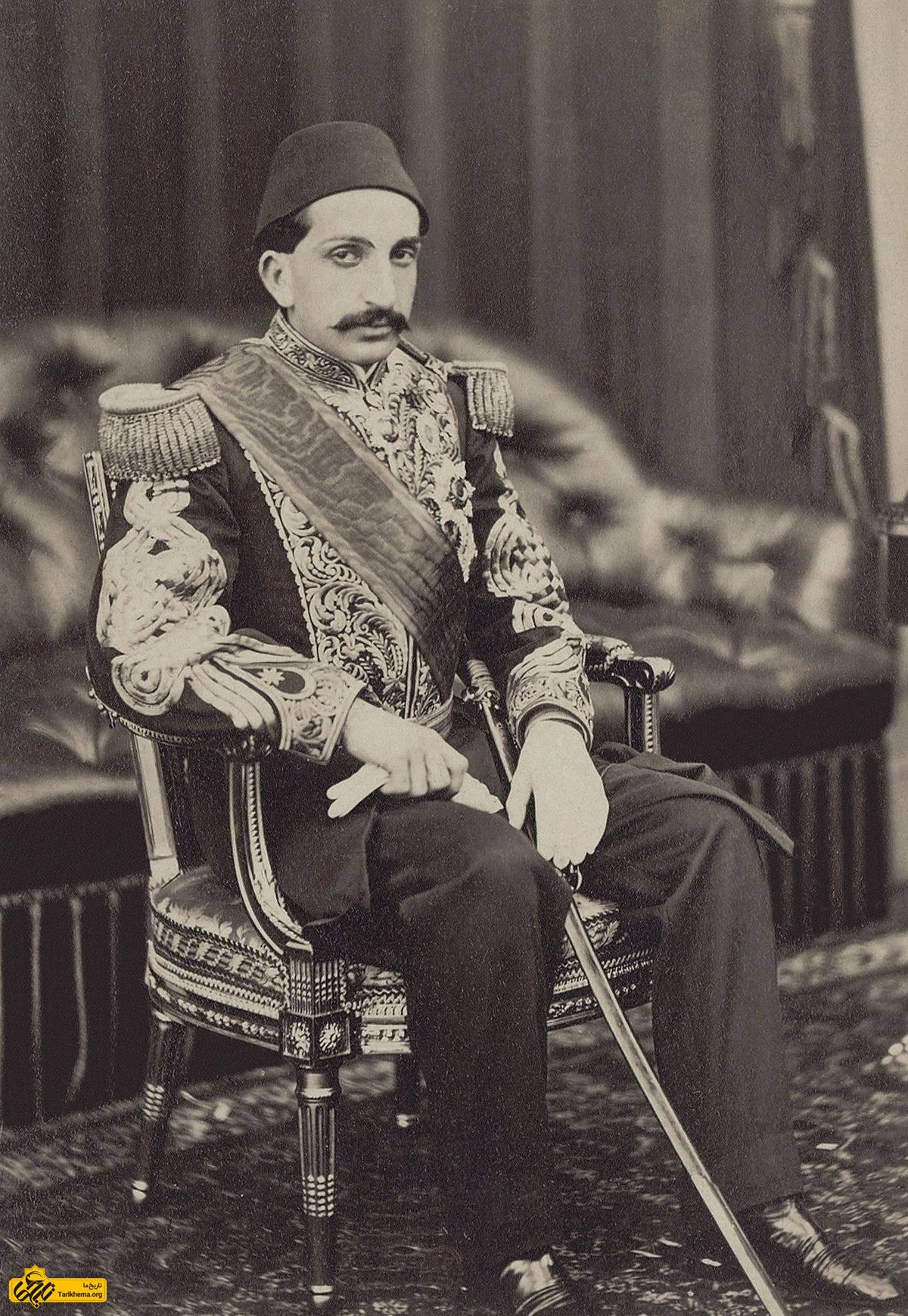 عبدالحمید دوم (به ترکی عثمانی: عبد الحمید ثانی) سی و چهارمین سلطان و خلیفه امپراتوری عثمانی بود که در ۳۱ اوت ۱۸۷۶ تا ۲۷ آوریل ۱۹۰۹ در قلمرو عثمانی حکومت کرد.