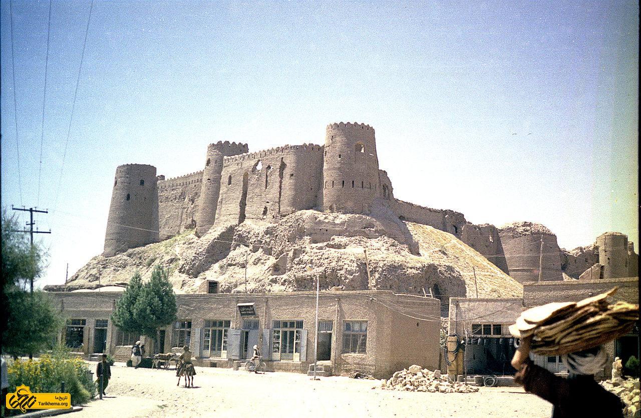 نمایی از قلعه تاریخی هرات اسماعیل میرزا در ۳ آوریل ۱۵۵۶ میلادی حاکم هرات شد.