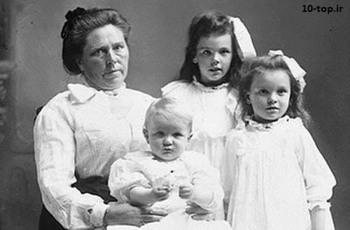 بل گانس به همراه فرزندانش