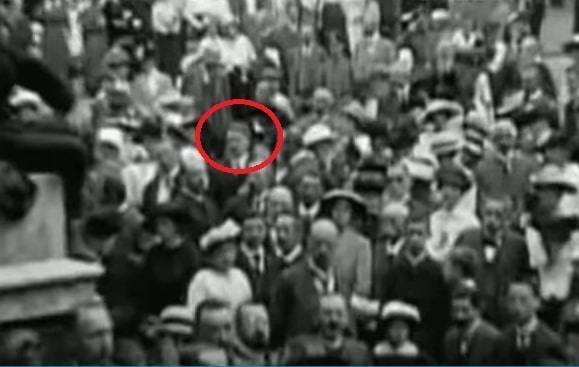 هیتلر در میدان مونیخ