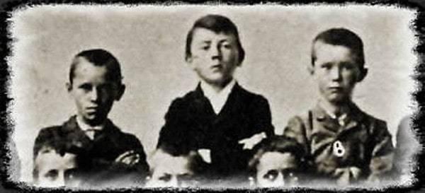 آدولف در دوران بچگی