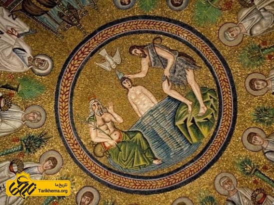 موزائیک سقفی مراسم سلک مهربان بر روی سقف گنبدی کلیسای اریان. راونا ایتالیا