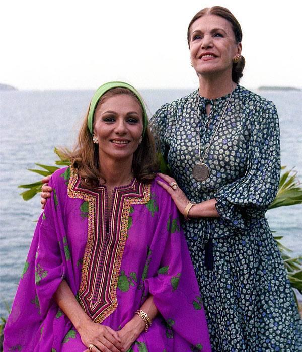 عکس فرح پهلوی (دیبا) و مادرش فریده قطبی