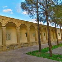مراتب ثبت مدرسه عبرت نائین و یک اثر تاریخی دیگر به استاندار اصفهان ابلاغ شد